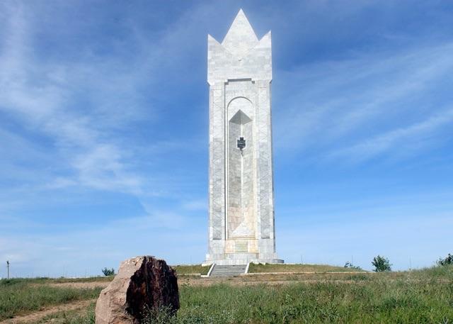 «Бірлік» (Ордабасы) монументі, 1997 ж.