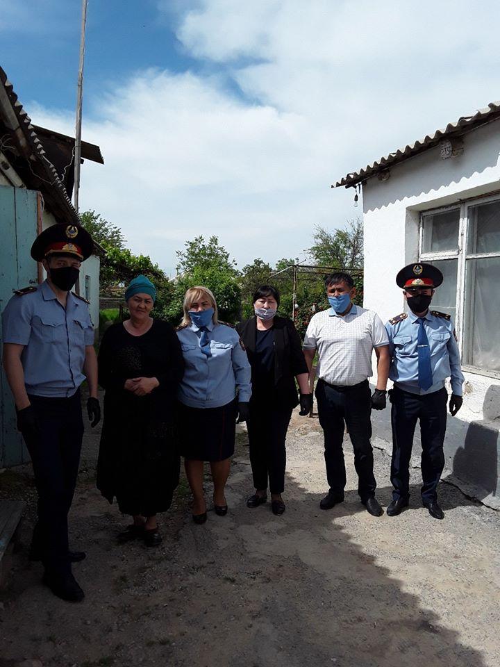 Түркістан облысының полиция қызметкерлері Сайрамдағы 10 отбасына қамқорлық көрсетті